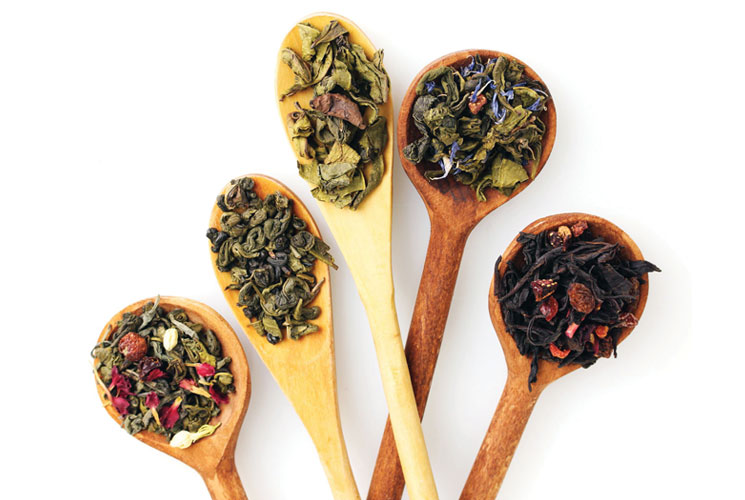 How To Treat A Headache, Cold And More With Leaves And Herbs